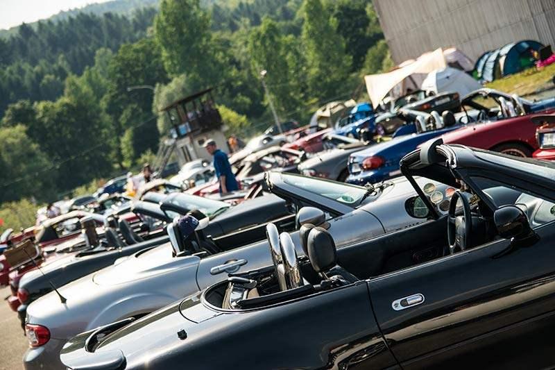 Mazda Treffen in der Mitte